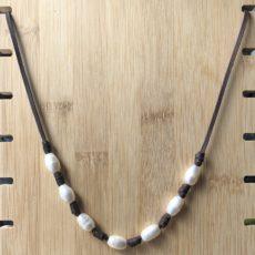 Collar de cuero y perlas, 7. principal