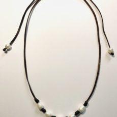 Collar de cuero con perlas de río, foto collar